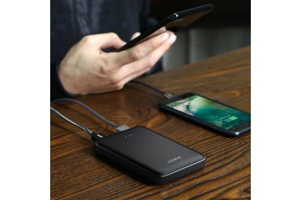 モバイルバッテリー「AUKEY PB-N50」急速充電