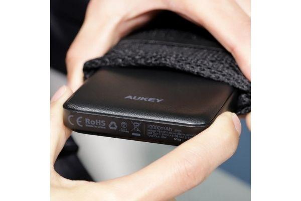 モバイルバッテリー「AUKEY PB-N50」スリム&軽量